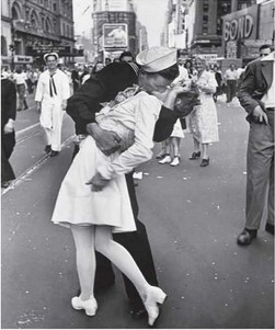 """""""V-J Day, Times Square, 1945″, a.k.a. """"The Kiss""""Alfred Eisenstaedt, 1945"""